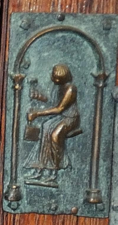 Formella di San Zeno - personaggi e scultore